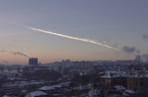 The February 15 meteor streaks through the Russian sky.